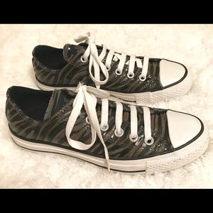 NWT Converse for men or women